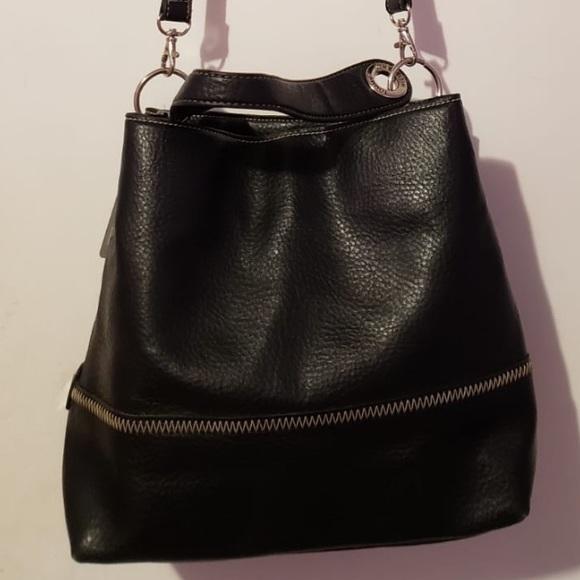 Tommy Hilfiger Handbags - Tommy Hilfiger Black Bucket/Crossbody Bag